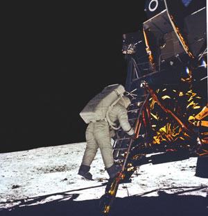 Buzz-Aldrin-on-moon-1