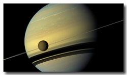 Saturn-w-Titan_moon