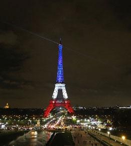 Eiffel-Tower-tricolor-cropp